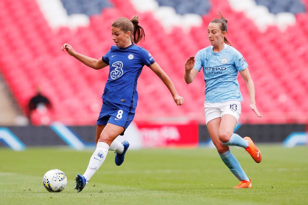 Melanie dribbling against Manchester City Women. Credit: Andrew Couldridge/Pool via Getty Images)