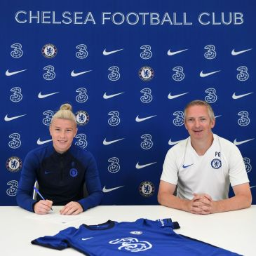 Beth England signing a new contract at Chelsea