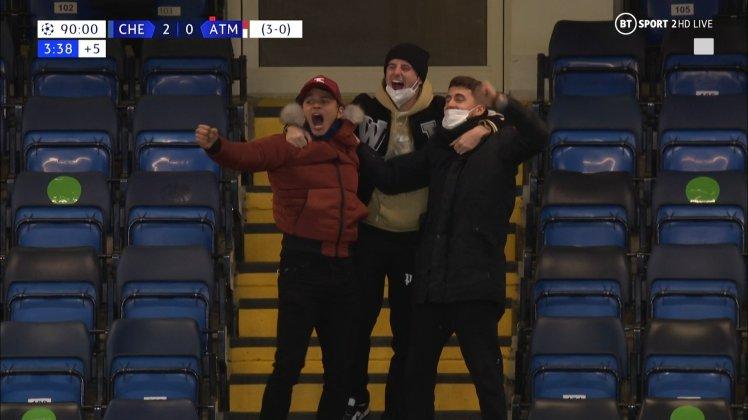 Mason Mount, Thiago Silva and Jorginho celebrate Chelsea 2-0 Atlético.