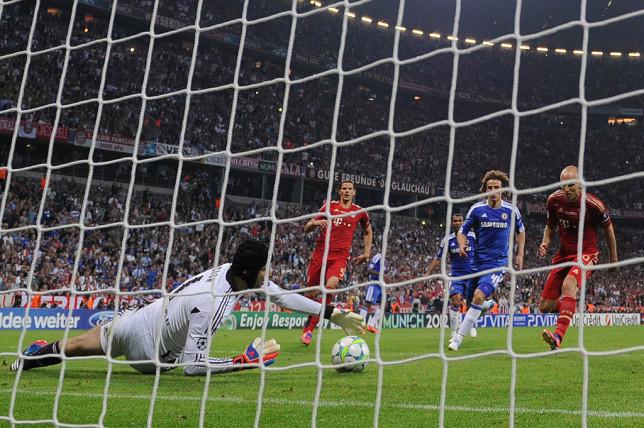 Petr Cech saves Arjen Robben's penalty in the 2012 Champions League Final.