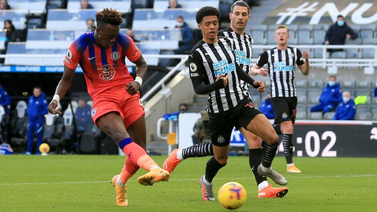 NEWCASTLE UPON TYNE, ENGLAND - NOVEMBER 21: Tammy Abraham of Chelsea scores his team's second goal during the Premier League match between Newcastle United and Chelsea at St. James Park on November 21, 2020 in Newcastle upon Tyne, England. (Photo by Lindsey Parnaby - Pool/Getty Images)