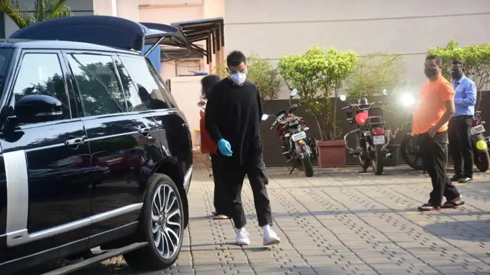 IPL 2021: RCB skipper Virat Kohli returns home after league suspension, pics go viral