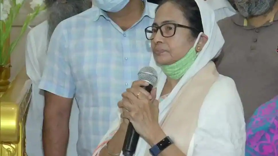 West Bengal CM Mamata Banerjee urges Centre to repeal farm laws during visit to Gurudwara in Bhabanipur