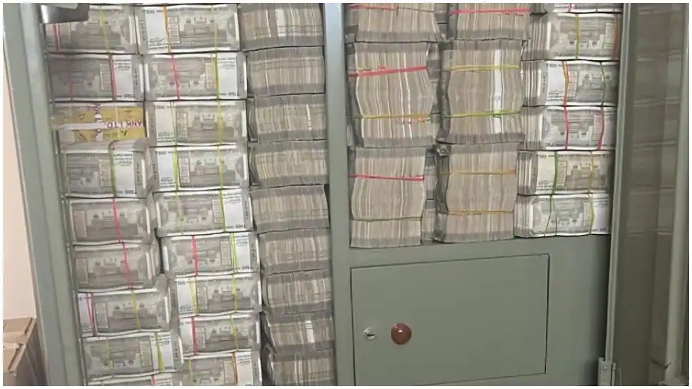 This almirah has over Rs 142 crore stuffed in it! Here's the story behind it