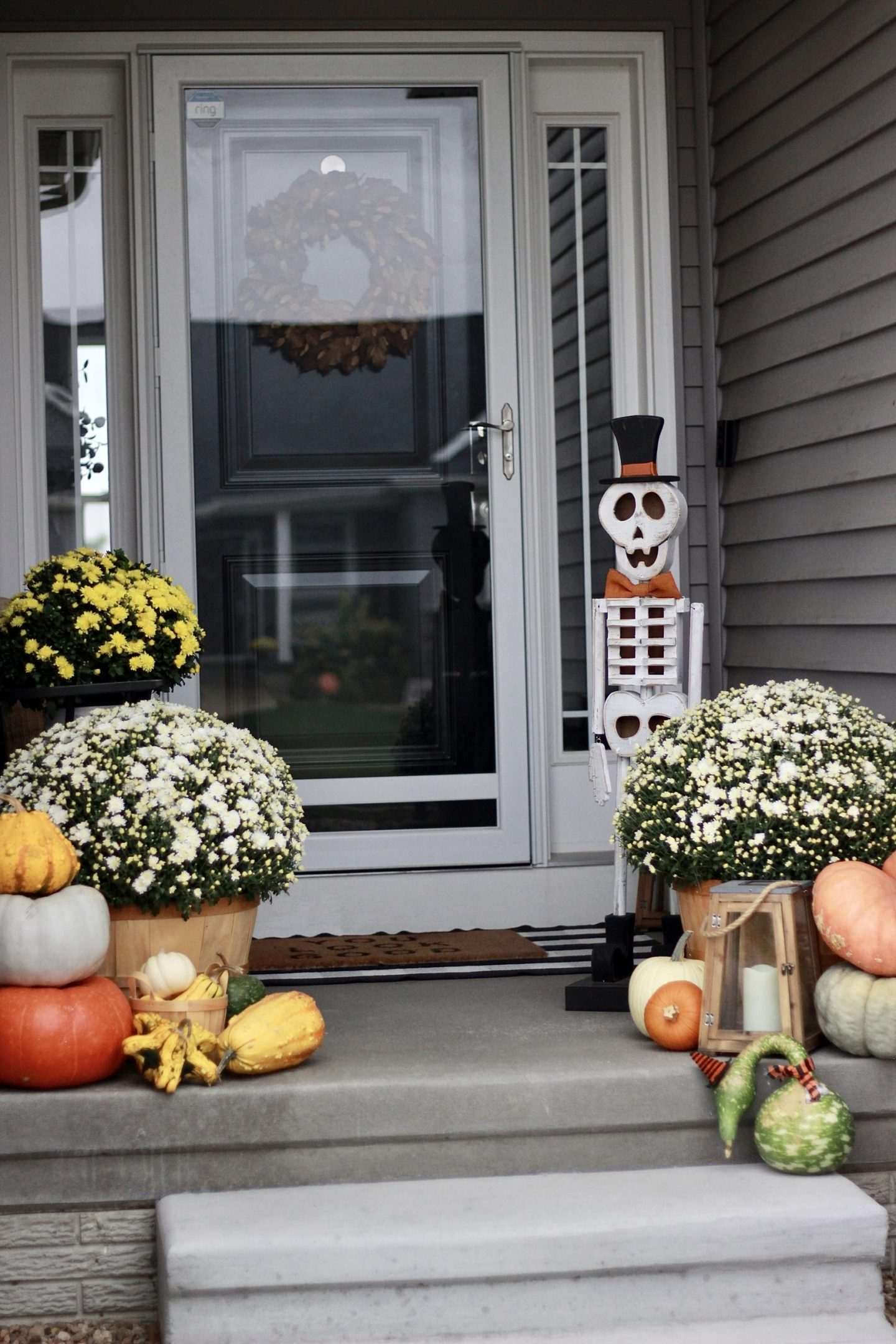 How to Create a Beautiful Front Stoop for Fall