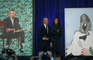This Photo Of Little Girl Seeing Michelle Obama's Portrait Goes Viral