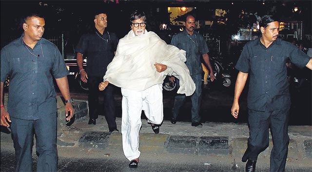 Amitabh Bachchan with his securities
