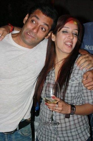 bollywood-celebs-their-drunk-avatars_136298213631