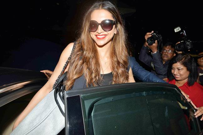 Deepika Padukone in Mumbai Airport 2- The Cinema Times