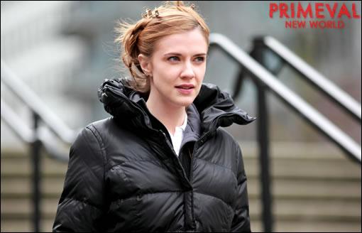 Sara Canning interprète Dylan Weir, une spécialiste des prédateurs
