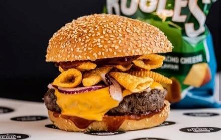 Chef Diego opent hamburgerrestaurant Diego's in Rotterdam. Een droom die uitkomt!