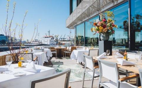 Lekker lunchen op het terras in Amsterdam