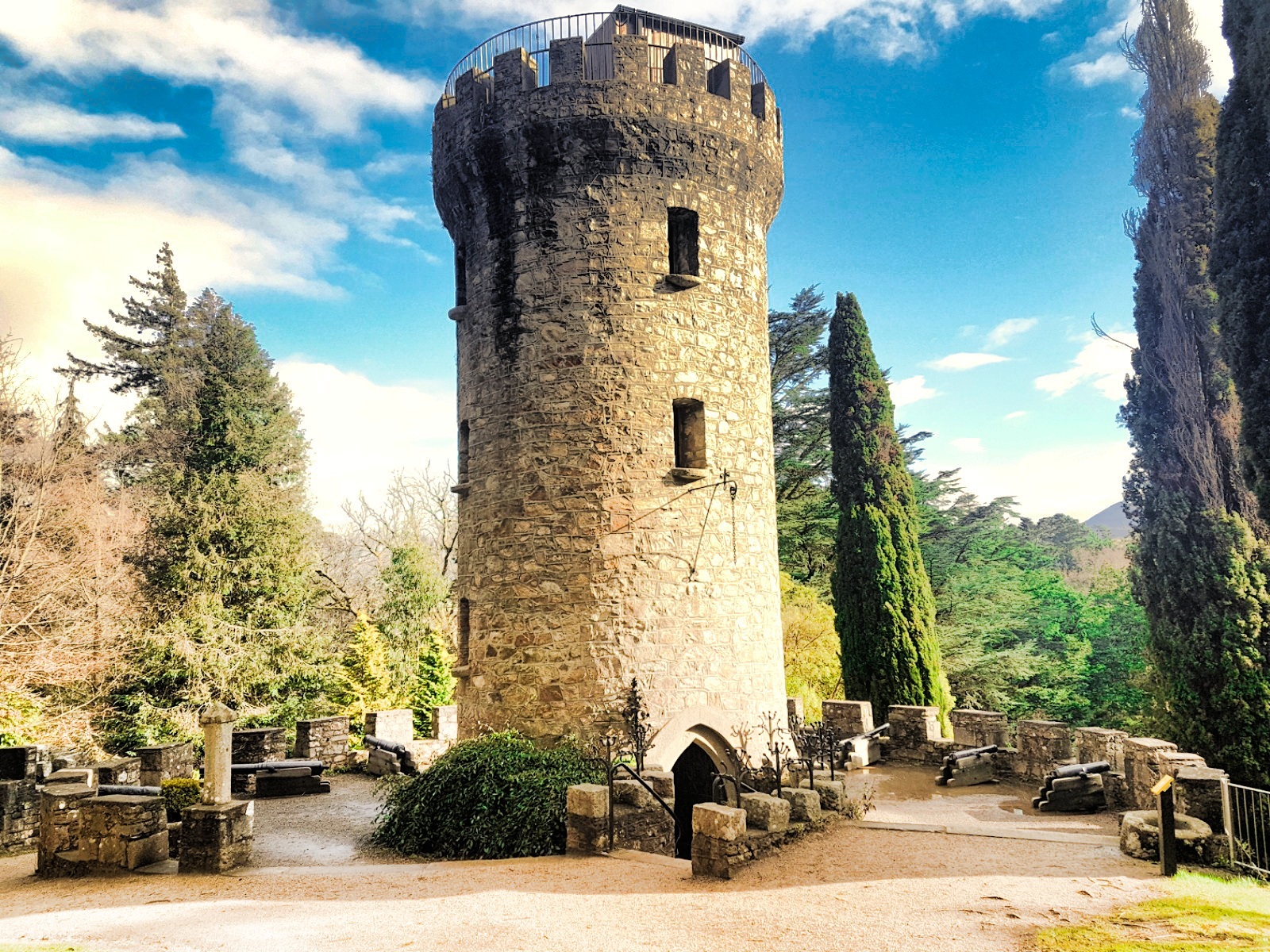 2017-03-27-13-01-49 castle in powerscourt