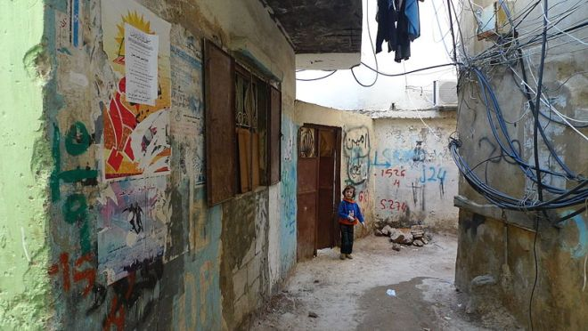 800px-Kid_in_the_refugee_camp_of_Bourj_el-Barajneh_-_Flickr_-_Al_Jazeera_English
