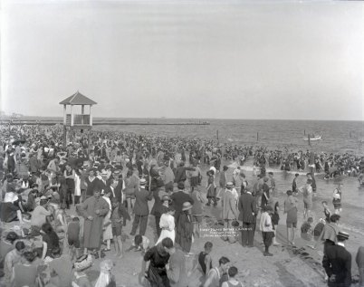 Coney Island in 1913 (Wikipedia/BklynMuseum)