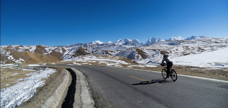 Road between China and Tibet. (Photo: David Kroodsma)