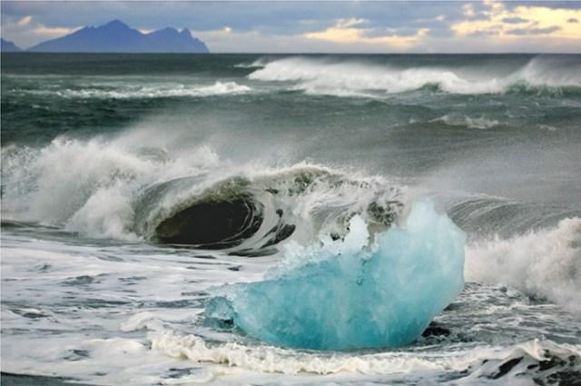 Death of an iceberg, Iceland, September 2007