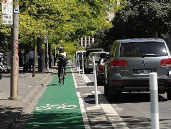 n18me940 Albert st , east Melbourne  , parking / bike path   is a hot issue .