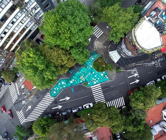 """Kiralık araç alanlarını gösteren """"Park Yerleri""""   [ PHOTO ©Victor Benítez]"""