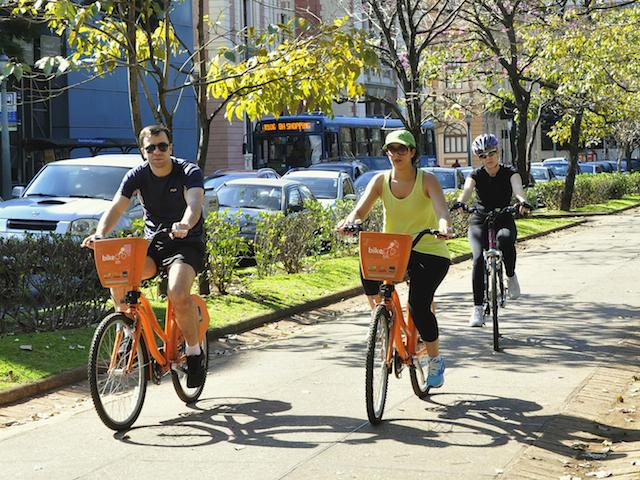 TheCityFix'in 2014 İnsan Odaklı Şehirler serisi, yüksek kaliteli toplu ulaşım, toplu taşıma odaklı gelişim ile yürünebilir ve bisiklete binilebilir bölgeler içeren birbiriyle bağlantılı şehirler için bir kılavuz özelliği taşıyor.  Fotoğraf: Mariana Gil / EMBARQ Brezilya