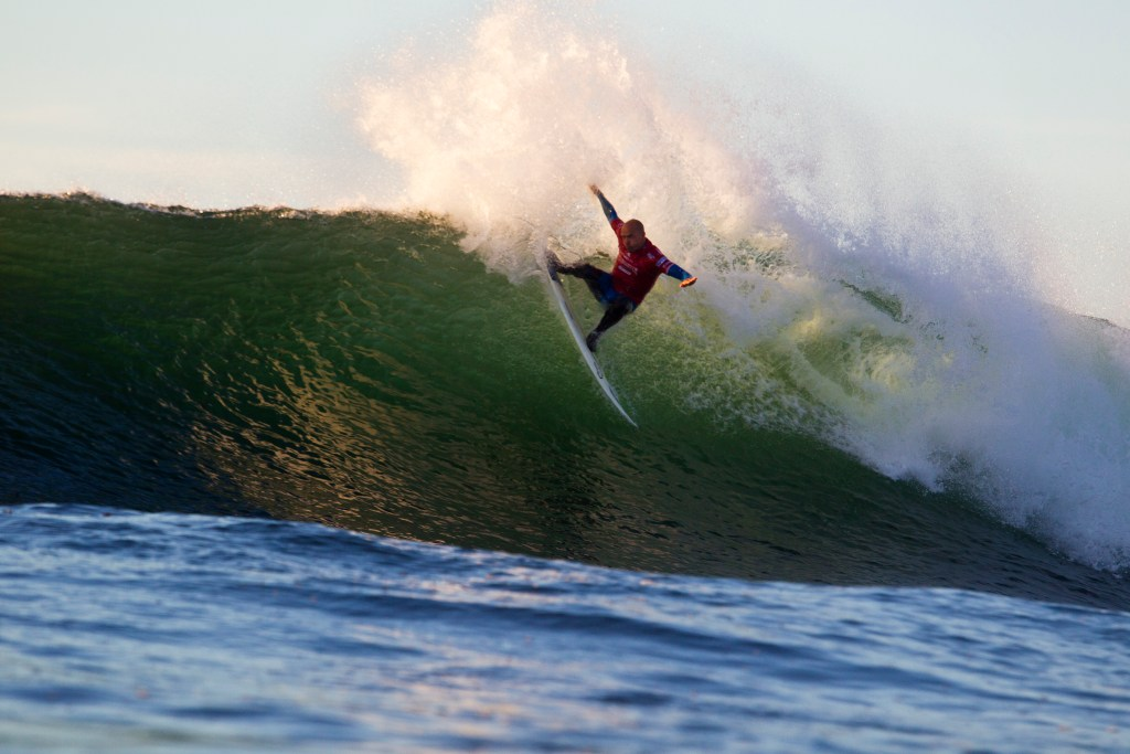 """Kelly Slater (USA) was behind Jason \Ratboy\\"""" Collins through most of their round two heat but Slater came back in the final minutes of the heat and stole the win"""