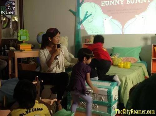 Ms Miriam Quiambao Telling the Story of Mummy and Hunny Bunny