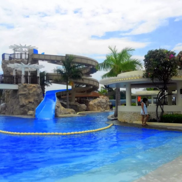 The giant slide at Aquaria Beach Resort