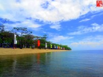 the sky, water and sand at Aquaria Beach Resort