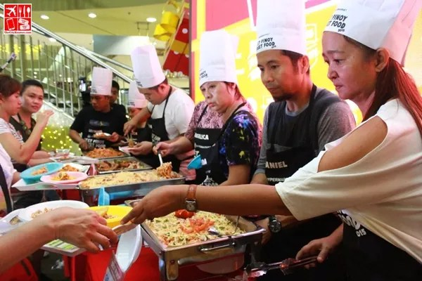 Contestants serving food to the audience at the Best Pinoy Street Food 2015