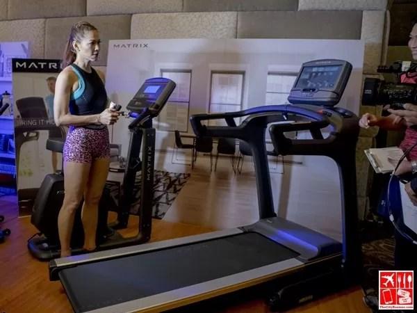 Coach Toni Saret presents the Matrix Treadmill