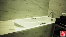 le Charme Suites has seprate bathtub in their shower room