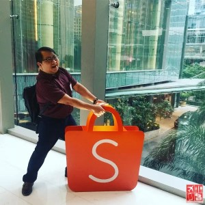 With online shopping, I don't need to carry a heavy shopping bag