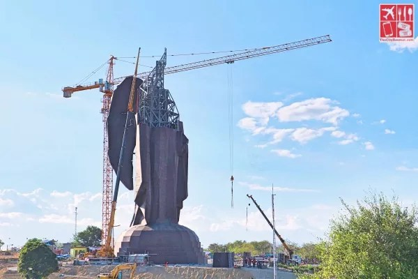 The 51-meter statue of Saint Vincent Ferrer under construction