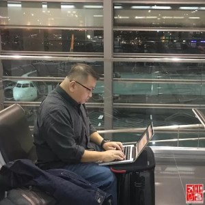 living as a digital nomad, working at the airport
