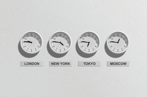 Expressing time zones for events