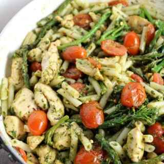 Looking for an easy, delicious dinner? Try this Pesto Pasta with Chicken, Tomatoes + Broccolini! Made with gluten free quinoa penne, it's such a treat!
