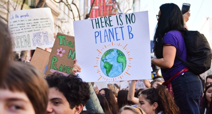 Photo of climate change protesters by Li-An-Lim