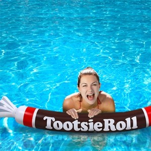 inflatable-tootsie-roll-pool-noodle-3
