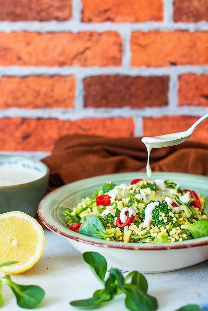 Salată cu mei și legume verzi