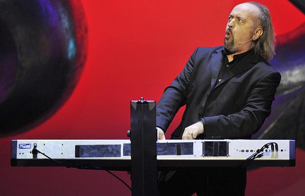 "Ticket giveaway for Bill Bailey's NYC run of shows for ""Dandelion Mind"""