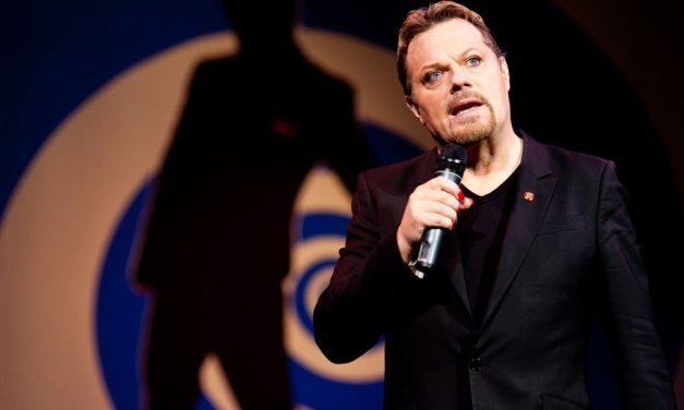 """Believe Me,"" Eddie Izzard's June 2017 stand-up tour of America will include book readings, Q&As"