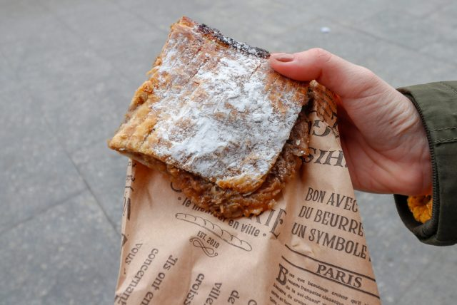 Spécialités-culinaires-Bucarest-Placinta-cu-măr