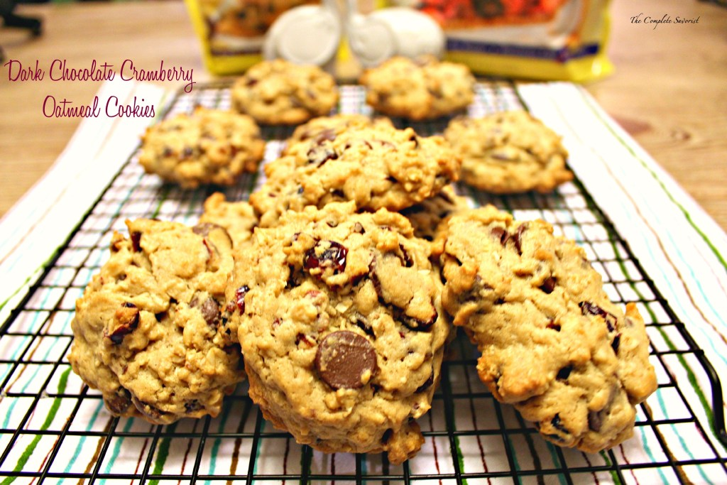 Dark Chocolate Cranberry Oatmeal Cookies ~ Oatmeal cookies baked using dark chocolate chips, dried cranberries, and Splenda~ The Complete Savorist #SplendaHoliday ad