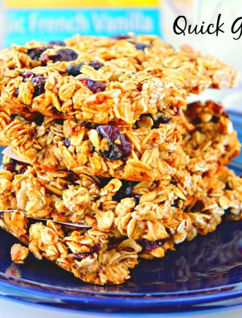 Easy Granola Bars ~ Easy to make granola bars filled with dried cranberries, raisins, sunflower seeds, and almonds that will surely ease your morning breakfast routine ~ The Complete Savorist #CarnationSweepstakes #BetterBreakfast ad