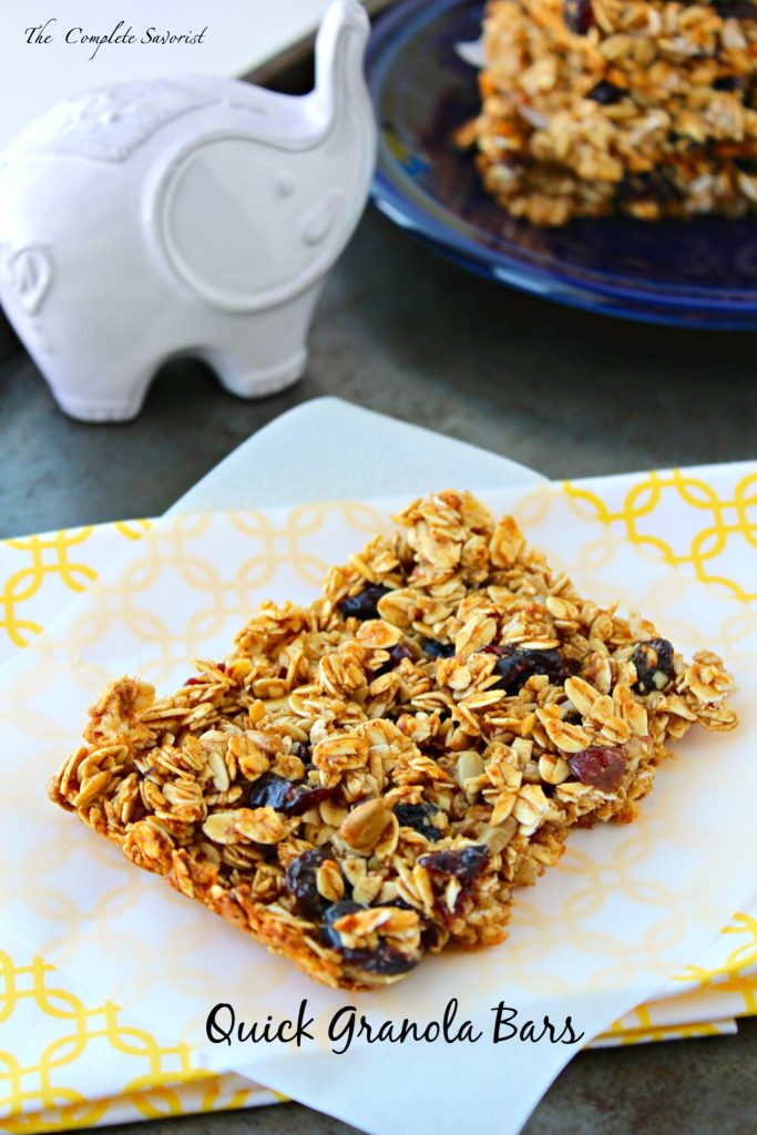 Quick Granola Bars ~ Easy to make granola bars loaded with dried cranberries, raisins, sunflower seeds, and almonds to ease your morning breakfast routine.