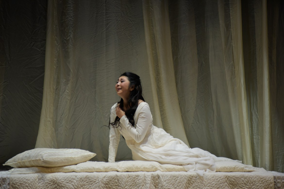 Desdemona is played by Hiromi Omura. Photo by Yves Renaud.