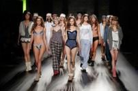 080 Barcelona Fashion_catwalk_2