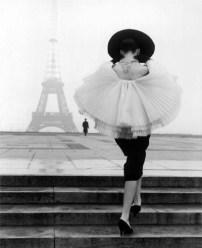 black-and-white-classic-eiffel-tower-fashion-paris-Favim.com-39551