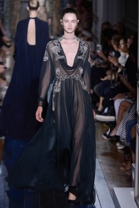 valentino-fall-2012-couture-runway-14_110227928960