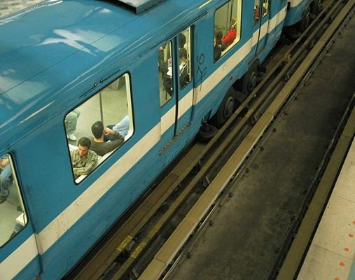 Rubber tyres and guide way of a Montreal Metro train
